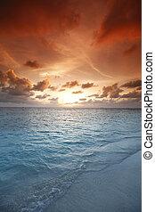 pôr-do-sol praia
