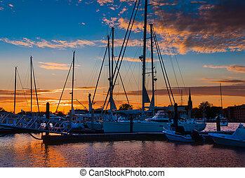 pôr do sol, sobre, barcos, em, um, marina, em, annapolis,...