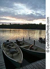 pôr do sol, sobre, barcos, ligado, lago, (vertical)