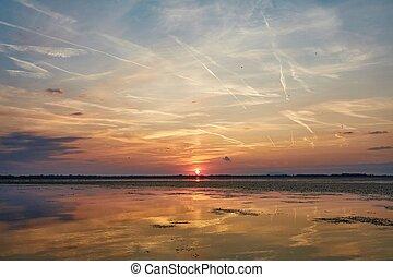pôr do sol, sobre, um, lago