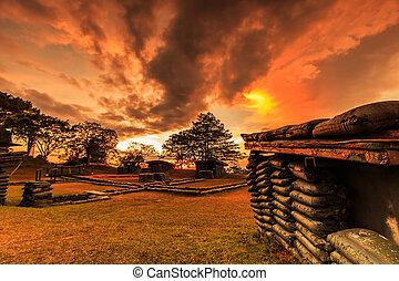 pôr do sol, trenches, e, bunkers, tailandia