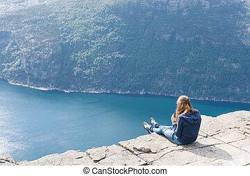 /, púlpito, preikestolen, sentando, mulher, noruega, rocha