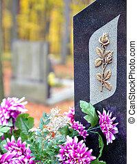 púrpura, flores doradas, lápida, rosa