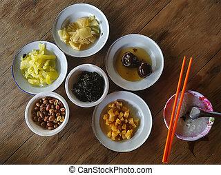 płaski, image., chińskie jadło, vegan, drewno, pieśń, stół