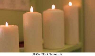 płonący, świece, w, przedimek określony przed rzeczownikami, zdrój, salon