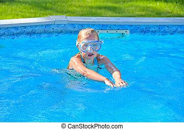 pływać, mały, okulary ochronne, dziewczyna