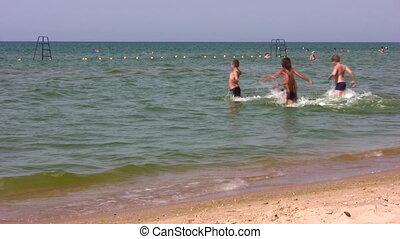 pływać, wyścigi, grupa, dzieci