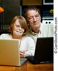 představený kuplovat, pouití počítač na klín, počítač, doma
