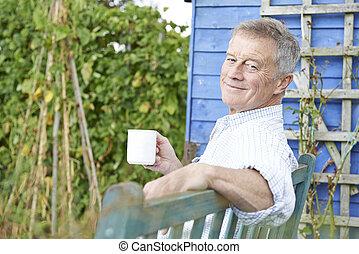 představený voják, povolit, do, zahrada, s, číše k káva