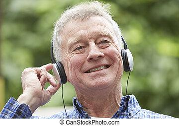 představený voják, povolit, listening to hudba, dále, sluchátka, do, zahrada