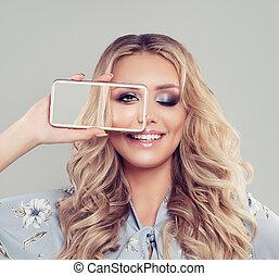 překrásný, úsměv eny, s, selfie, fotografie, dále, smartphone
