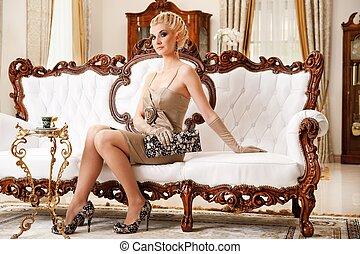 překrásný, blond, manželka, do, přepych, interrior