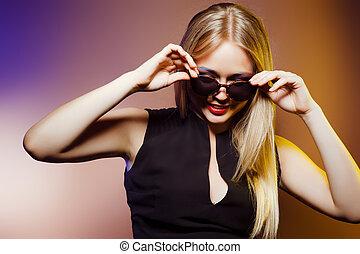 překrásný, detail, móda, shot., brýle proti slunci, manželka, ateliér, makeup, portrét, profesionál, účes