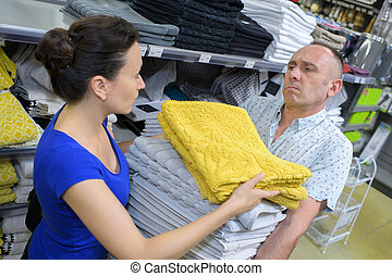 paar, aankoop, handdoeken, middelbare leeftijd