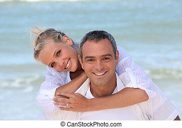 paar, angekleidet weiß, strand