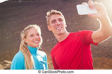 paar, atletisch, foto, selfie, jonge, aantrekkelijk, telefoon, vervaardiging, zich, boeiend, smart