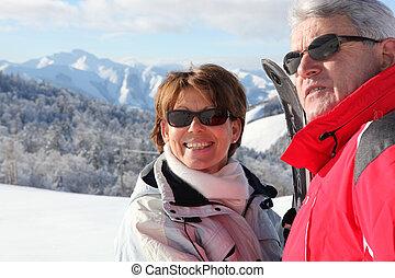 paar, auf, a, fahren feiertag schi