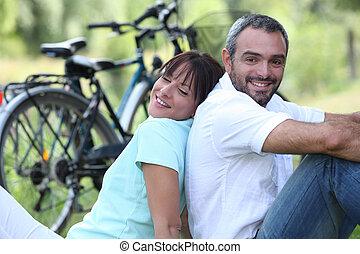 paar, auf, fahrrad- fahrt