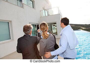 paar, besuchen, luxus, landhaus, mit, immobilie agent
