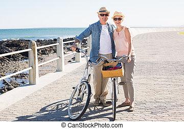 paar, bike rit, pijler, ongedwongen, gaan, vrolijke