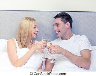 paar, champagner, lächeln, bett, brille