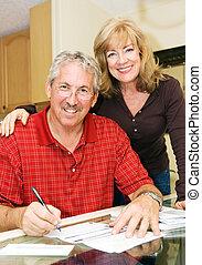 paar, financially, -, bevestigen, middelbare leeftijd