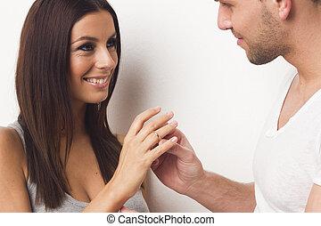 frau angebot paar verlobung eins ring berrascht stockfoto bilder und foto clipart. Black Bedroom Furniture Sets. Home Design Ideas