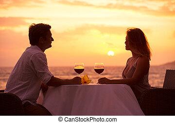 paar, genießen, romantische , sunnset, abendessen