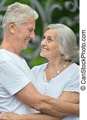 paar, gepensioneerd, het koesteren
