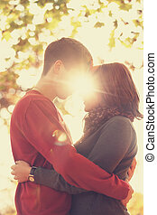 paar, gonna, küssende , park, an, sunset., foto, in, mehrfarbig, bild, style.