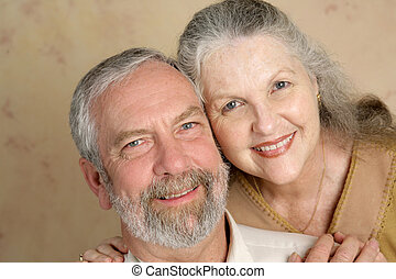 paar, hartelijk, middelbare leeftijd