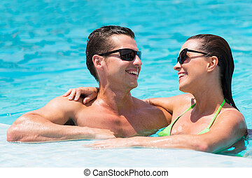 paar, hebbend plezier, in, zwembad
