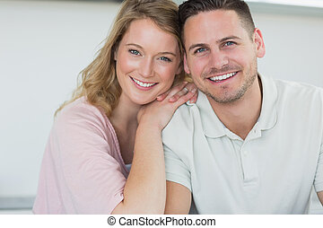 paar, het glimlachen, keuken