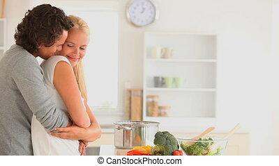 paar, het knuffelen, vrolijke