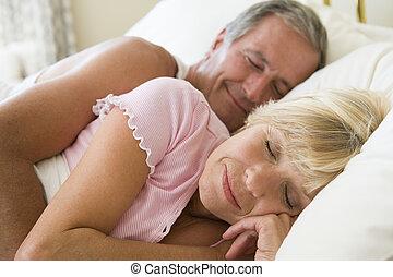 paar, het liggen, bed, slapende