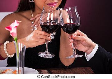 paar, het roosteren, wineglasses, restaurant