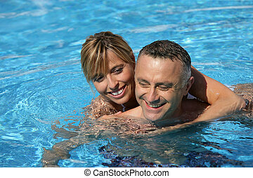 paar, hotelschwimmbad, schwimmender