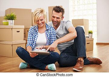 paar, hun, thuis, nieuw, het glimlachen, aankoop, meubel