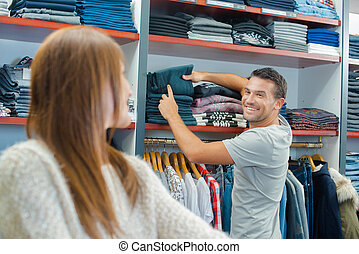paar, in, een, de winkel van kleren