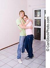 paar, in, ongemeubileerd, flat