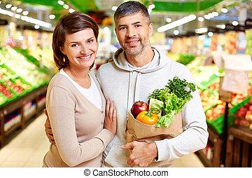 paar, in, supermarkt