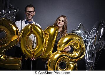 paar, jaar, vrolijk, vasthouden, nieuw, ballons