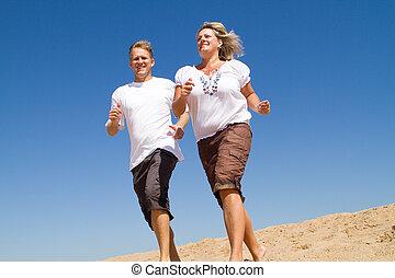 paar, jogging, auf, sandstrand