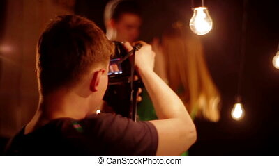 paar, jonge, backstage, lachen, video, schietende