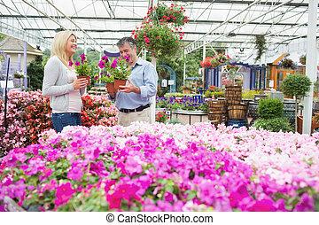 paar, kies, bloemen, in de tuin, centrum