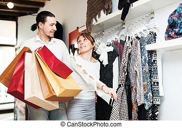 paar, kies, kleren, op, winkel