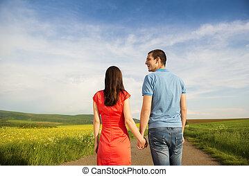 paar, liebe, auf, landschaft, straße