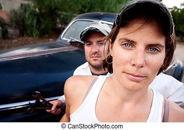paar, mit, jahrgangsauto