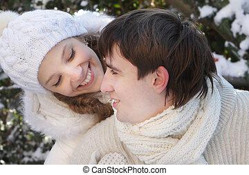 paar, natuurlijke , jonge, achtergrond, vrolijke