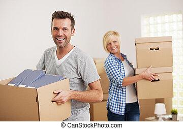 paar, nieuw, dozen, verdragend, thuis, verticaal, karton, vrolijke